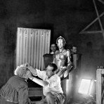 Fritz Lang on the set of Metropolis www.cinematheia.com